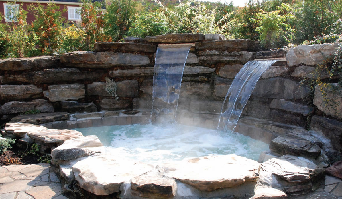Quand piscine et spa s int grent harmonieusement au jardin for Deco jacuzzi exterieur