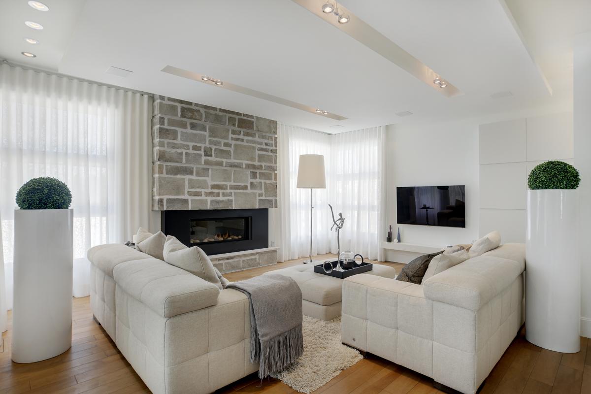 Une maison ancestrale reconvertie en firme d architecture magazine luxe immobilier i design - Architecture salon maison ...