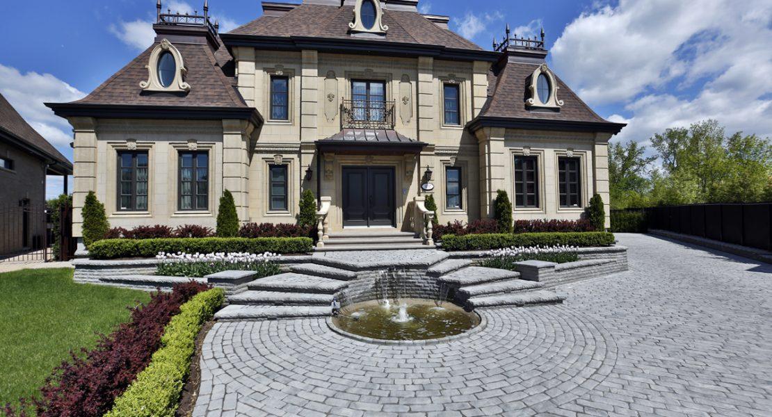 Une maison-château en plein coeur de Laval – MAGAZINE LUXE ...